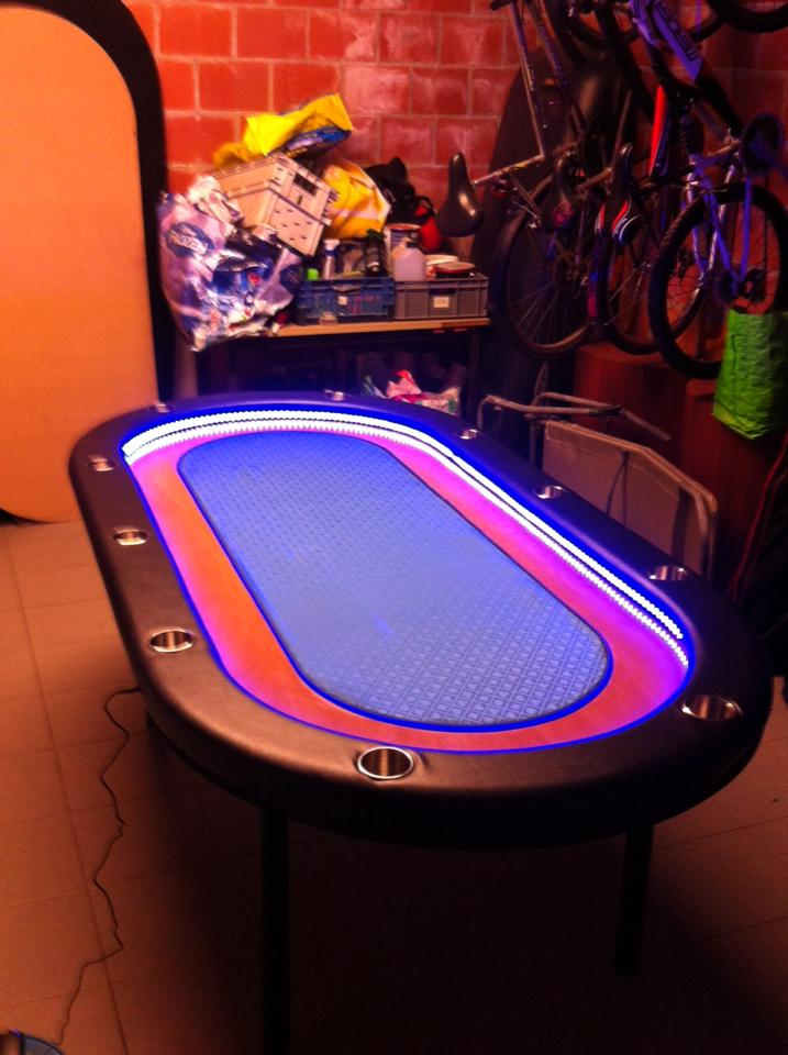 wts table de poker neuve 10 joueurs avec lampe led. Black Bedroom Furniture Sets. Home Design Ideas