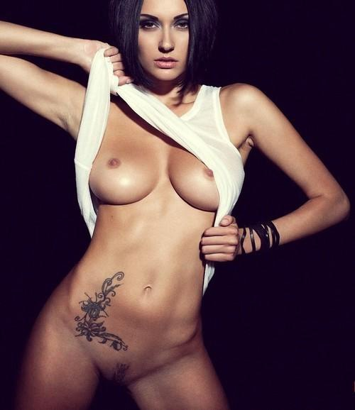perfect-nude-tattooed-woman.jpg