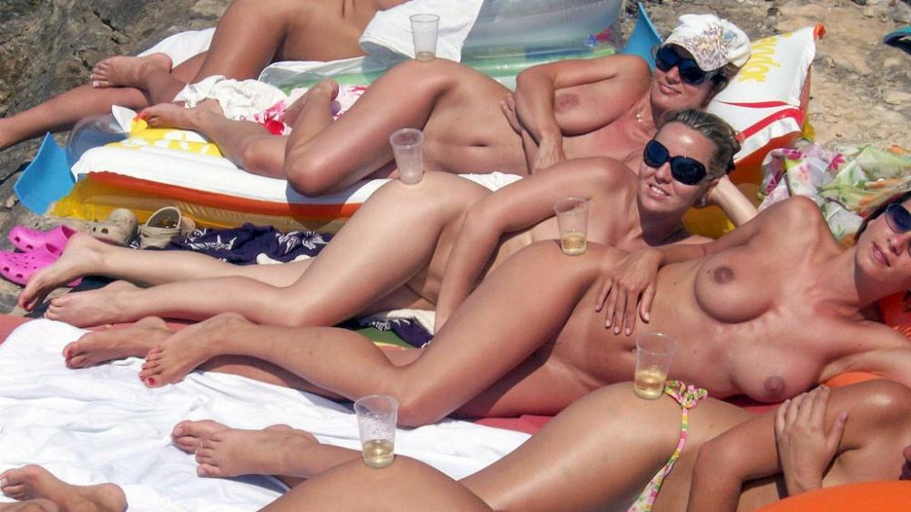 girls-flashing-club-naked-big-natural-tits-public-nude-titties-milf-flash-boobs-college-beach-women-topless-group-restaurant-bar-tit-breasts-drunk-7-1024x576.jpg