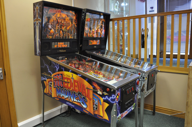 18843-medieval-madness-pinball-machine-in-showroom.jpg