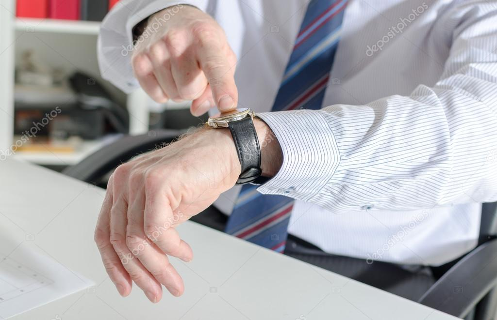 depositphotos_80108298-stock-photo-businessman-pointing-his-watch-with.jpg.26eed7b95966636591e5cdd08fcd49e3.jpg