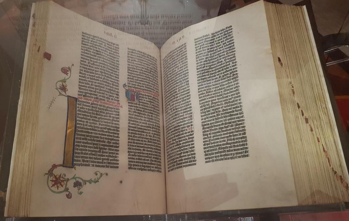 bible.thumb.jpg.10a17fb0b405d0ca4439b6886e6ad2bf.jpg