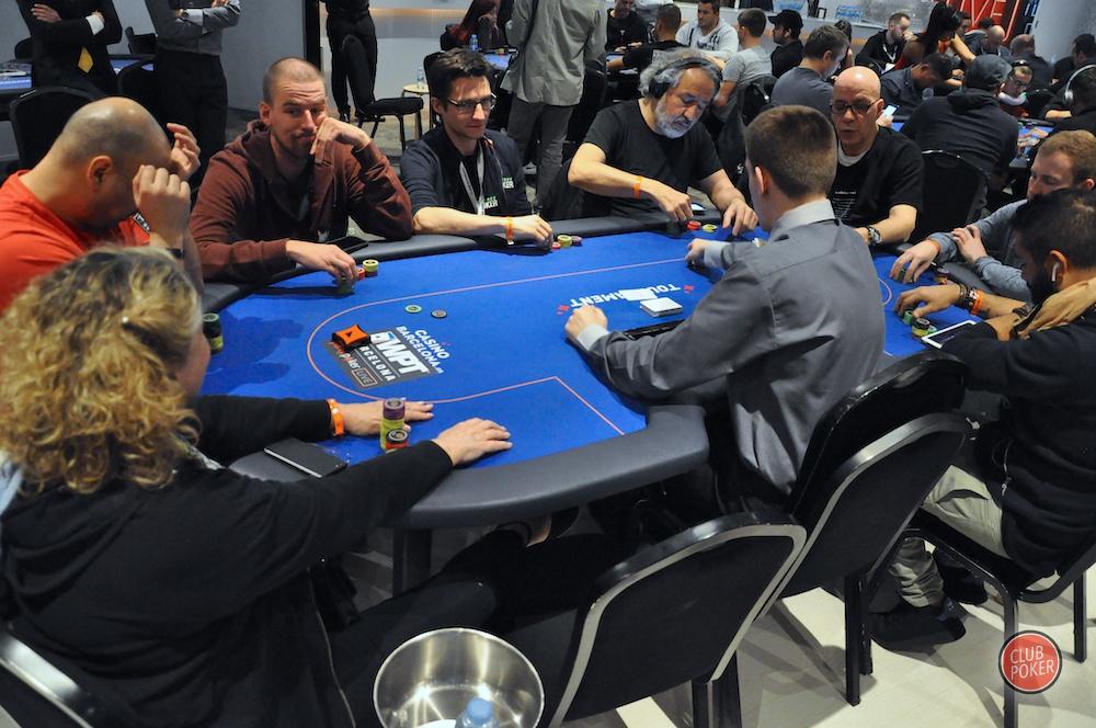 large.table_FR.JPG.2172364d51b1b0b0a5d73