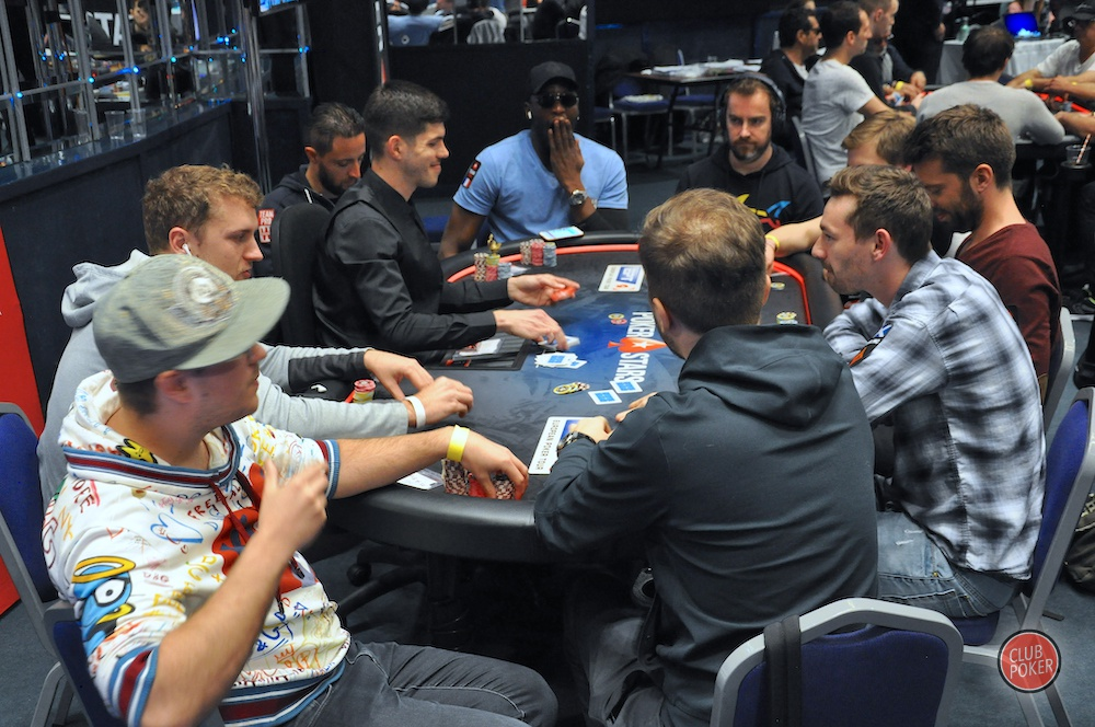 large.table_folle.JPG.eb2fefeaad0ea1532b