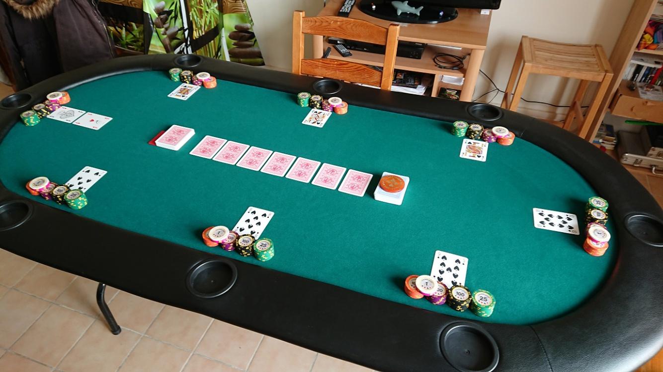 Table_GameLang_small_2.jpg