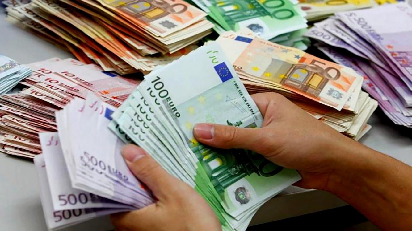 euros.thumb.jpg.4ac5a09716dca2314c4f668ad2870b25.jpg