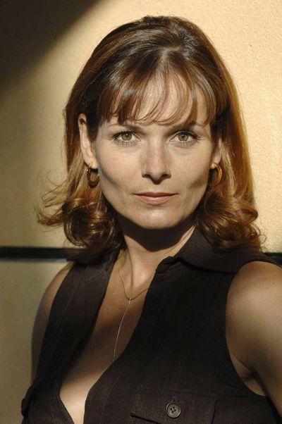 Plus-belle-la-vie-l-actrice-Cecilia-Hoarus.jpg