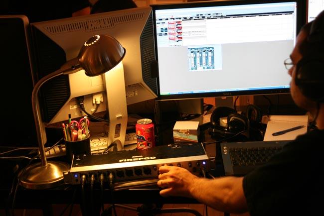 Studio-Club-Poker-Radio_Registering.jpg
