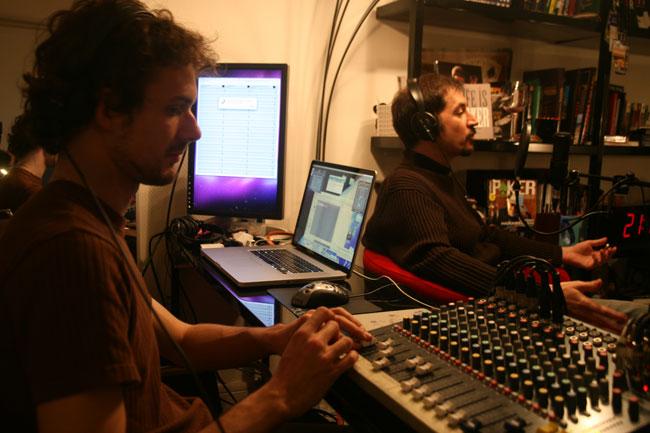 johan-au-mixage-radio.jpg