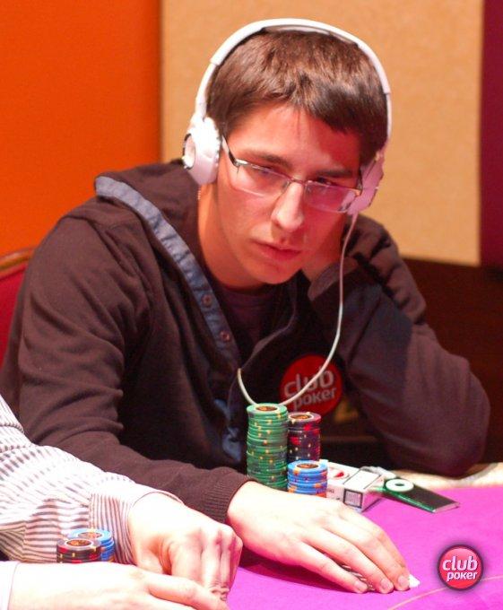 club-poker-player-466357.jpg