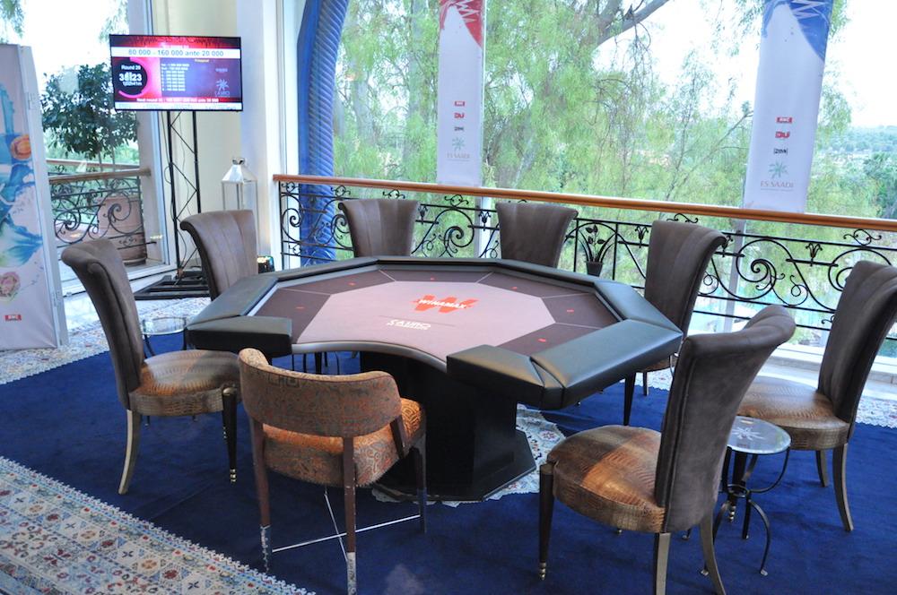 table_finale_vide.JPG